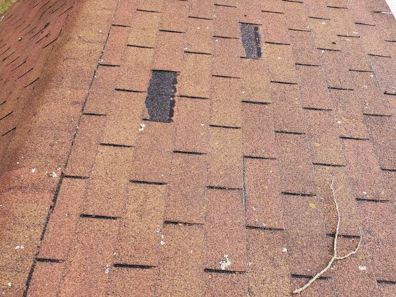 Missing shingles is a sign of a bad roofing job
